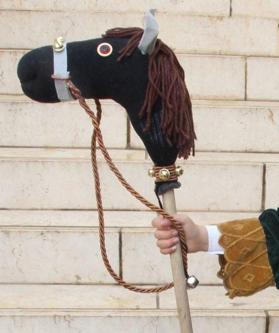 Лошадка для ребенка из носка