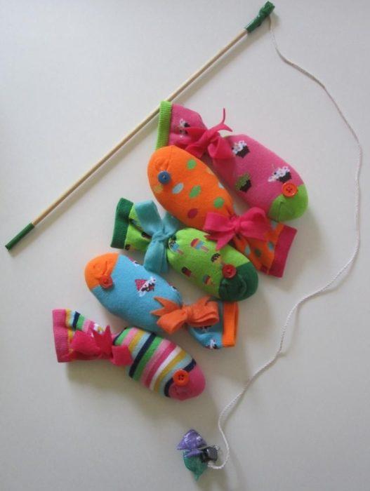 Магнитная игра из игрушек из носков