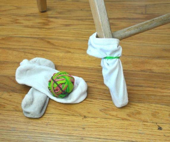 Чехол для мебели из носков