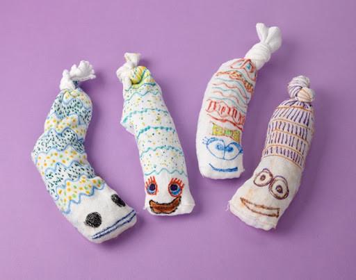 Поделки для ребенка из носков