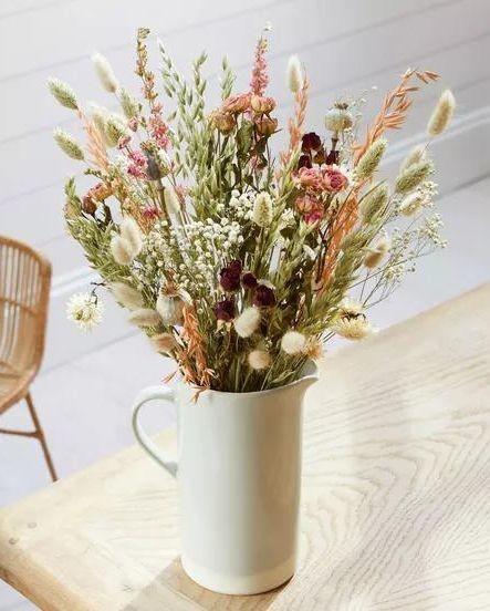 Интерьерный букет с сухоцветами в кувшине