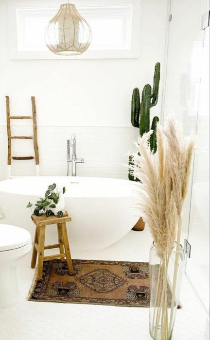 Сухоцветы у ванны