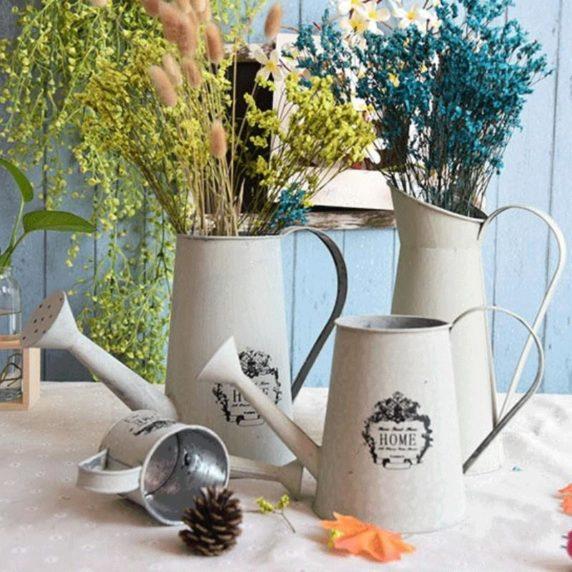 Сухоцветы в декоративной лейке
