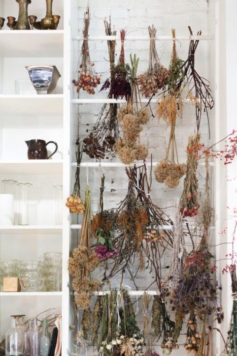 Подвесные сухоцветы в интерьере