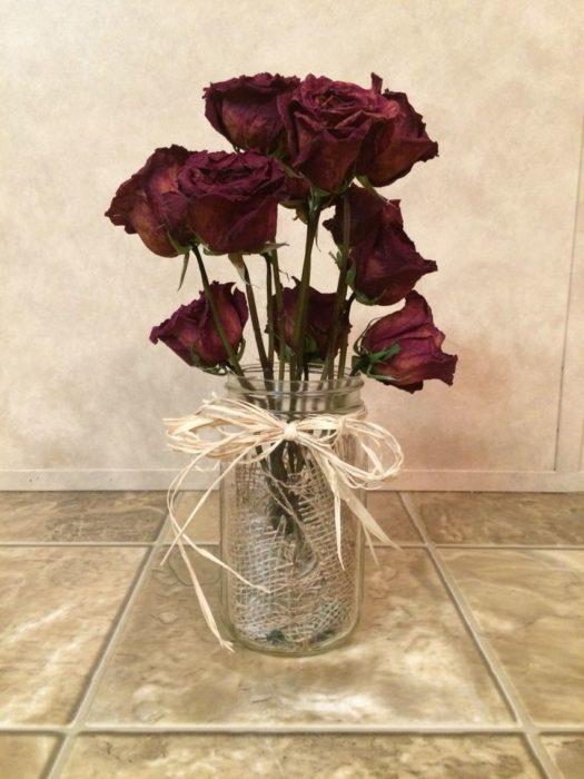 Сухие розы в интерьере