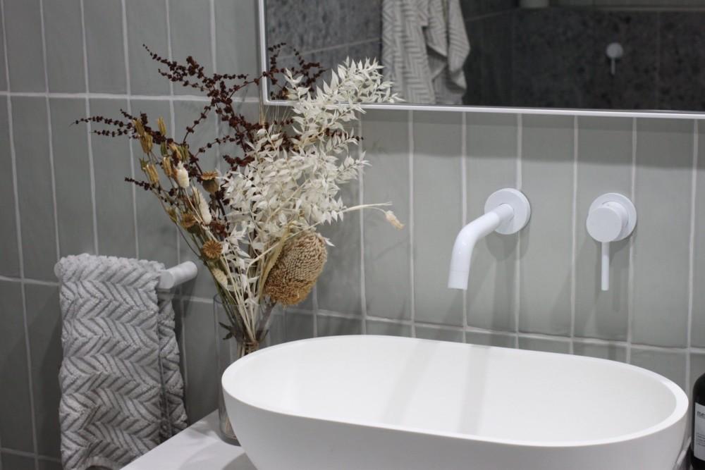 Сухоцветы в ванной комнате