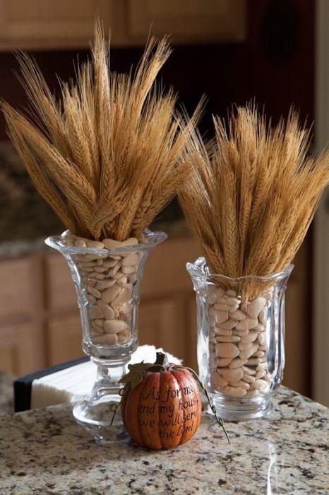 Букет из пшеницы на столе