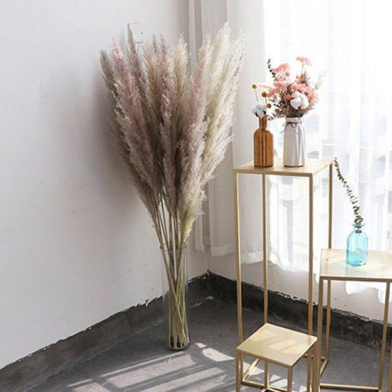Букет из сухоцветов в напольной вазе