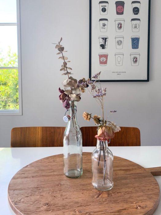 Сухоцветы на кухонном столе