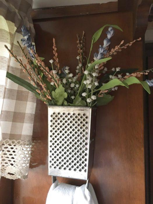 Засушенные цветы в терке