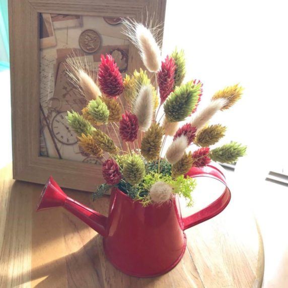 Лейка вместо вазы для сухоцветов