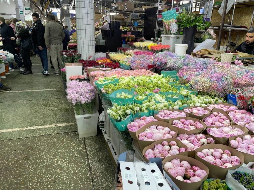 Ассортимент рижского рынка цветов