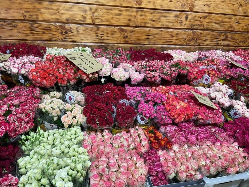 Какие цветы продают на рижском рынке в Москве