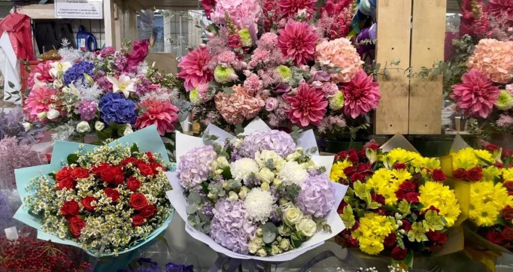 Сколько стоят цветы на Рижском рынке в Москве